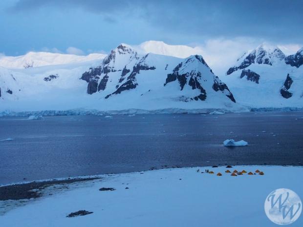 Eine tolle Aussicht vom Gletscher auf das Camp