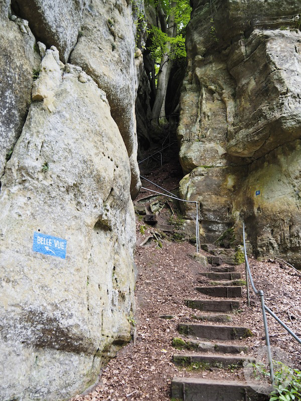 Es geht stetig bergauf und bergab meist über Treppen