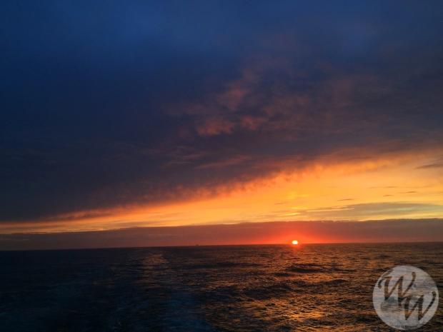 Lieber auf den Bildschirm starren oder den Sonnenuntergang genießen?