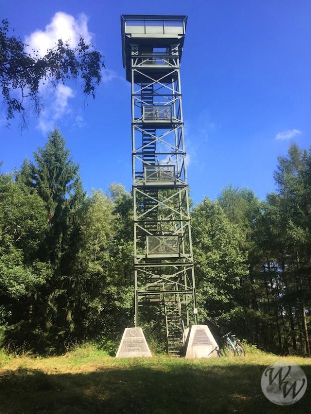 Der Pfannenbergturm von unten